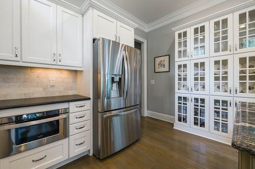 Foto profissional grátis de apartamento, armário, arquitetura