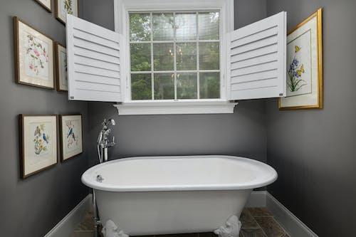 Foto profissional grátis de apartamento, arquitetura, banheira