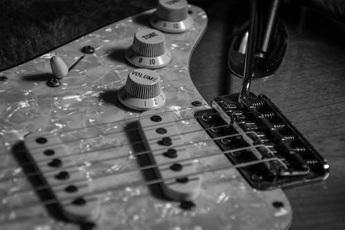 Ảnh lưu trữ miễn phí về Âm nhạc, chụp ảnh đơn sắc, nhạc cụ, đàn ghi ta
