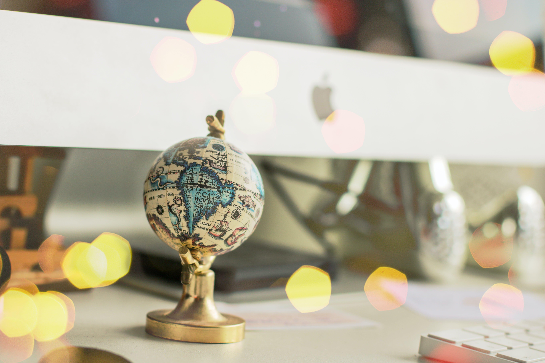 Foto stok gratis dunia, globe, meja tulis, mini