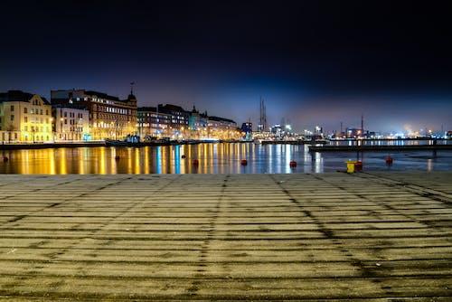 Darmowe zdjęcie z galerii z architektura, budynki, łodzie, miasto