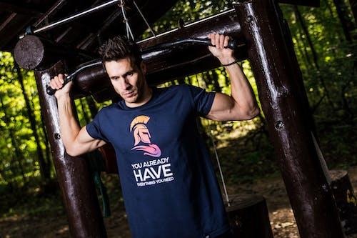 Tシャツ, おとこ, スポーツ, トレーニングの無料の写真素材