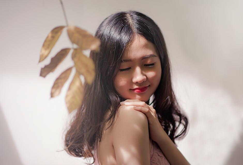 Woman Wearing Brown Sleeveless Top