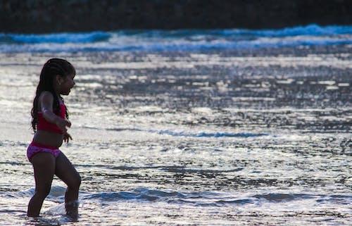 çocuk, eğlence, kız, plaj içeren Ücretsiz stok fotoğraf