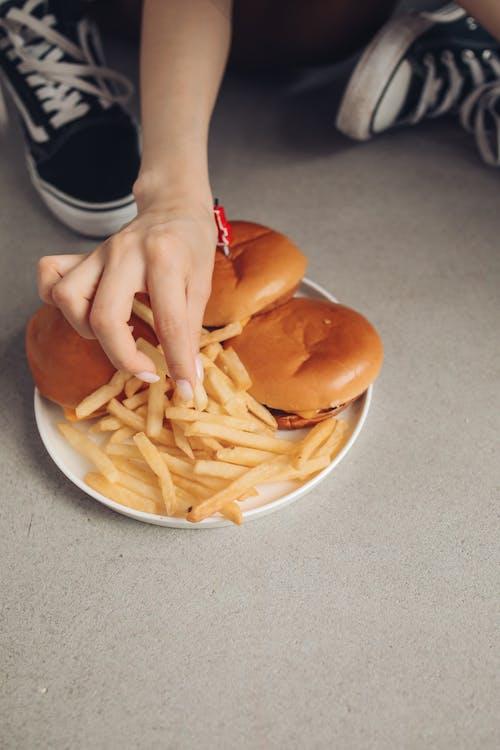 Darmowe zdjęcie z galerii z frytki, hamburgery, jedzenie