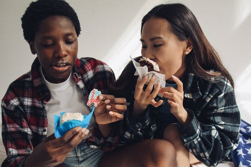 Gratis stockfoto met 4th of july, Afro-Amerikaanse vrouw, cupcakejes