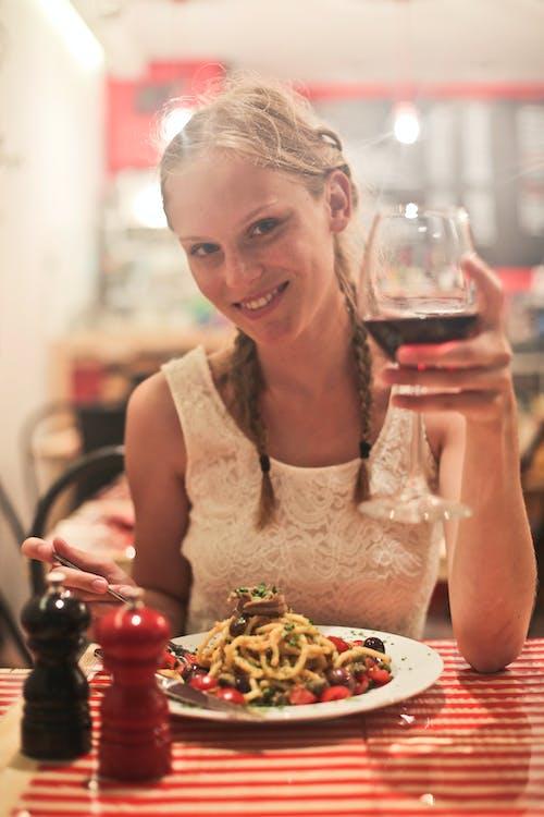 Безкоштовне стокове фото на тему «їжа, італійський, біляве волосся, вечеря»