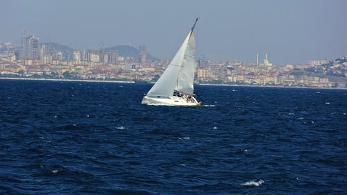 Foto profissional grátis de azul, barco a vela, barcos à vela, fotografia