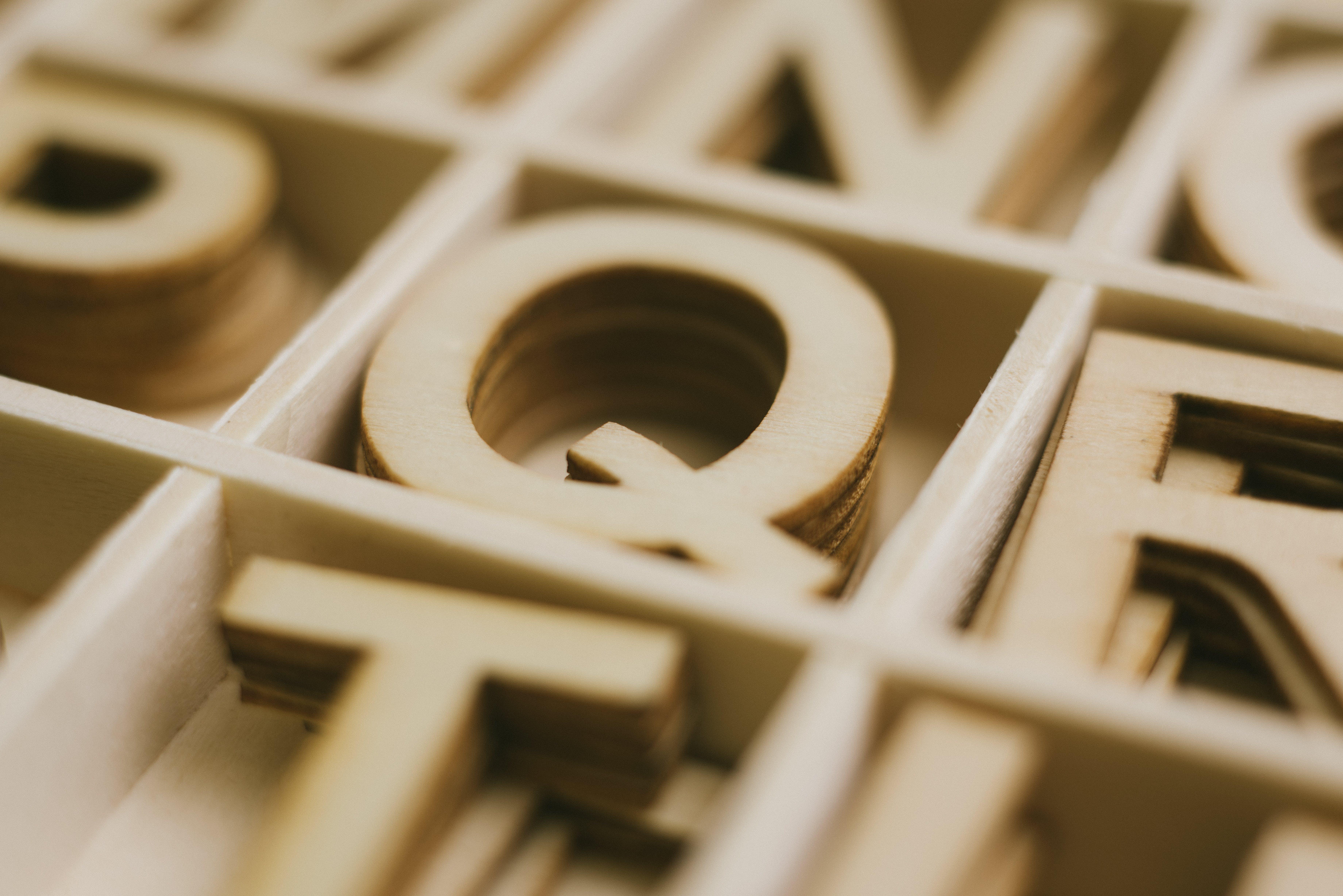 Depth of Field Photography of Q Alphabet Sticker