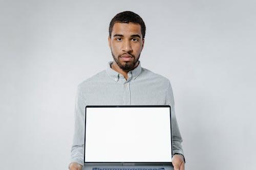 Darmowe zdjęcie z galerii z komputer, laptop, makieta