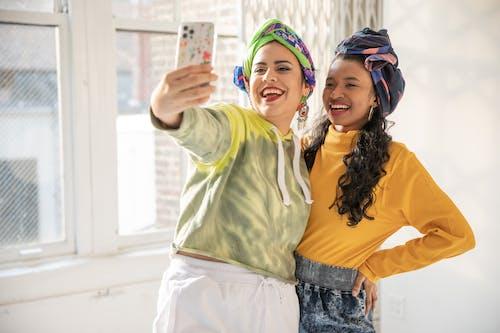 Gratis stockfoto met arabisch, blij, fashion