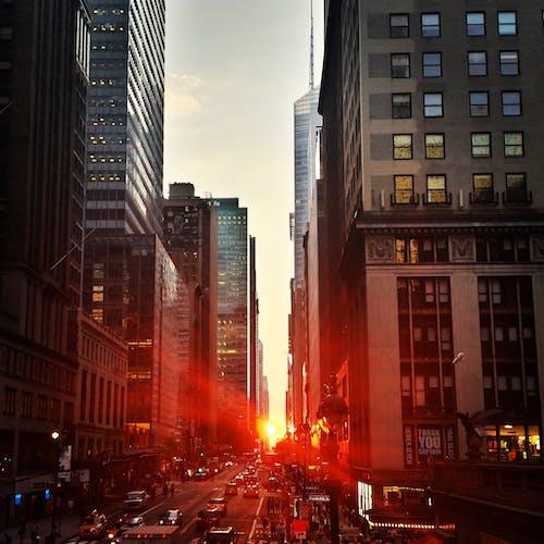çok katlı binalar, gün batımı, Kent, Manhattan içeren Ücretsiz stok fotoğraf