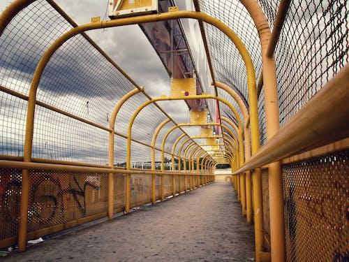 Foto d'estoc gratuïta de carrer, cel, groc, hdr