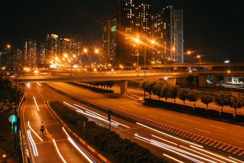 Gratis stockfoto met auto, autobus, autoweg