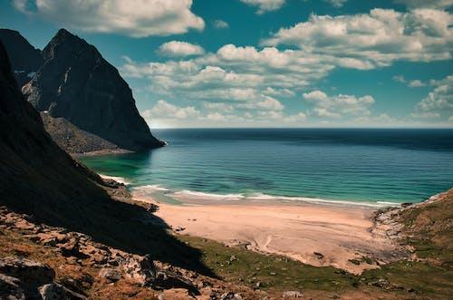Безкоштовне стокове фото на тему «берег моря, білий пляж, відкрите море»
