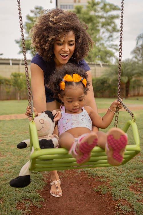 Darmowe zdjęcie z galerii z african american baby, córka, czas wolny