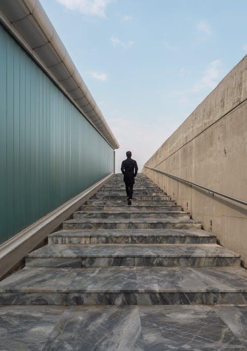 Foto d'estoc gratuïta de barana, escales, foto amb angle baix
