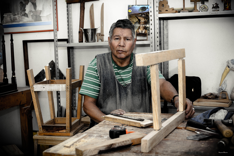 Foto d'estoc gratuïta de adult, assegut, de fusta, desgast