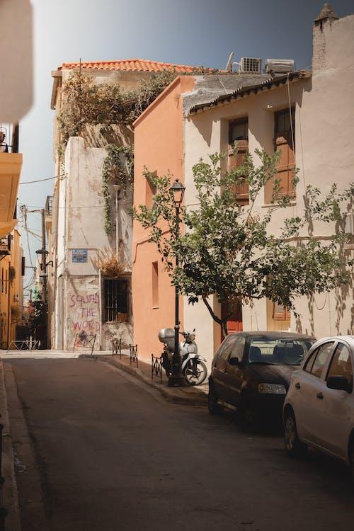 Kostnadsfri bild av arkitektur, bilar, byggnad