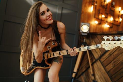 기타리스트, 놀이, 머리의 무료 스톡 사진