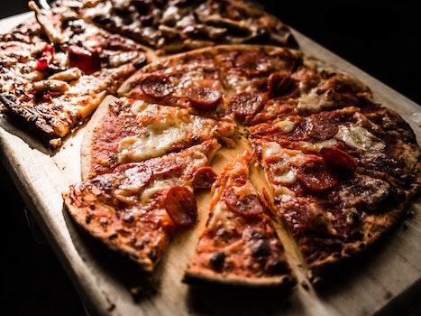 Kostenloses Stock Foto zu essen, holz, pizza, abendessen