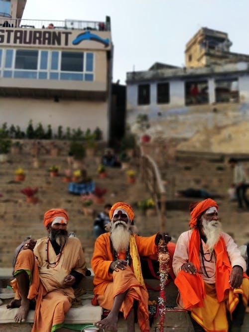 3人の敬虔な男性, インド, オレンジ, カルチャーの無料の写真素材