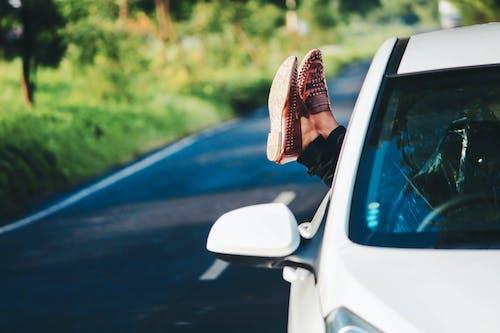 Foto profissional grátis de adulto, automóvel, borrão, carro