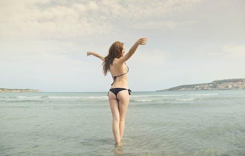 Darmowe zdjęcie z galerii z biały, bikini, blond, czas wolny