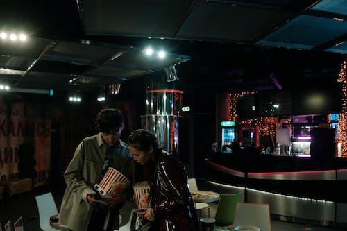Gratis stockfoto met bioscoop, bioscoopbezoekers, diversiteit