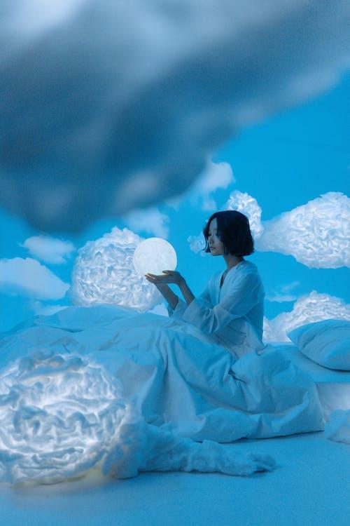 Бесплатное стоковое фото с азиатка, время отхода ко сну, голубой