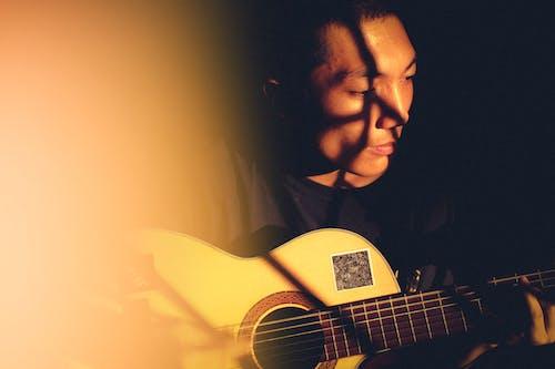 Photos gratuites de artiste, guitare, guitare acoustique