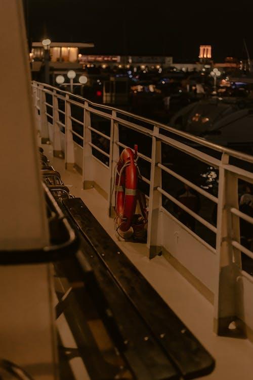 akşam, balkon, Bank içeren Ücretsiz stok fotoğraf