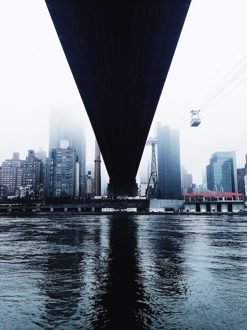 Gratis arkivbilde med arkitektur, bro, by, bygninger