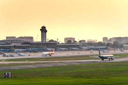 Бесплатное стоковое фото с Авиация, Аэропорт, коммерческий