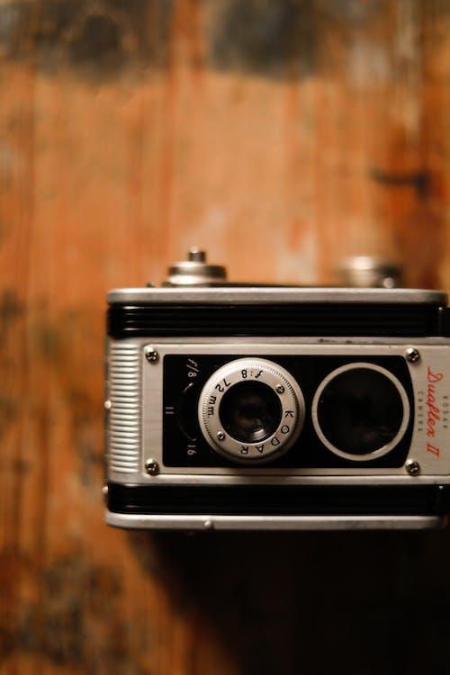Foto profissional grátis de angustiado, câmera, câmera antiga, câmera velha