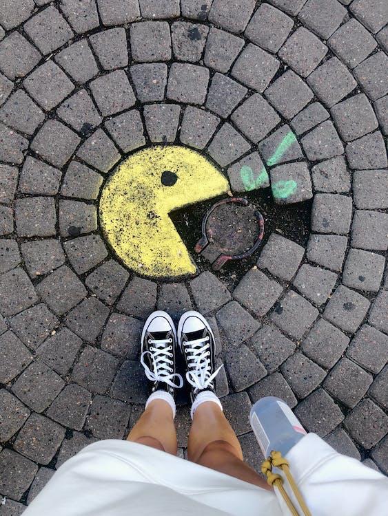 Foto stok gratis aspal, batu, berjalan