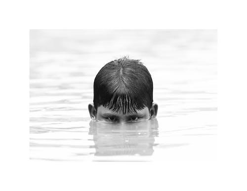 Ilmainen kuvapankkikuva tunnisteilla musta poika, mustavalkoinen, mustavalkoinen muotokuva