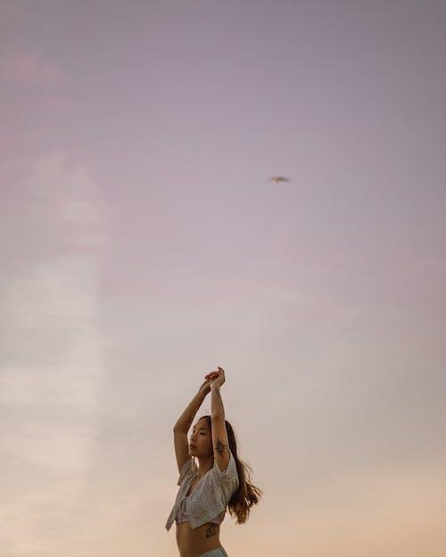 Бесплатное стоковое фото с беззаботный, веселье, ветер
