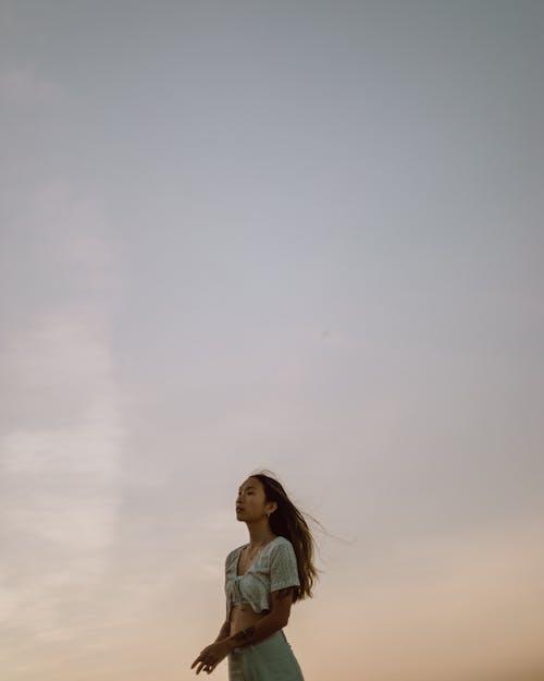 Бесплатное стоковое фото с ветер, девочка, девушка