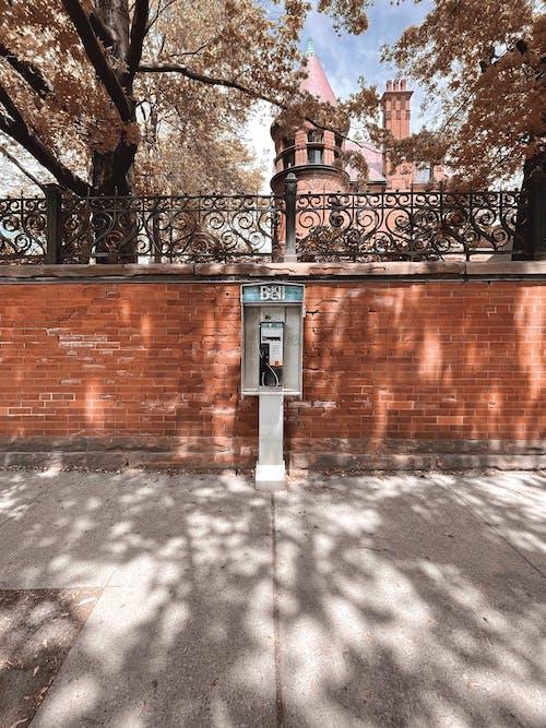 人行道, 公共电话, 公共電話 的 免费素材图片