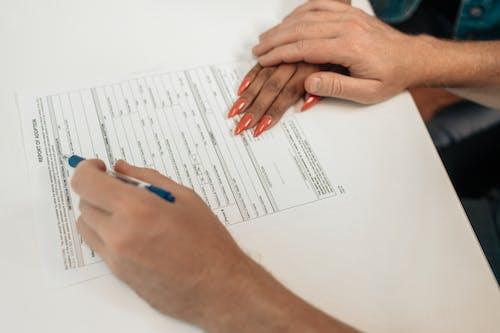 Бесплатное стоковое фото с бумага, держать, документ