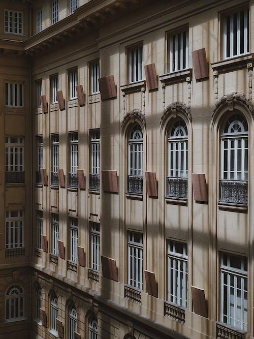 Fotobanka sbezplatnými fotkami na tému apartmán, architektúra, balkón