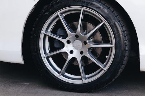 Gratis arkivbilde med aluminium, bil, bil hjul