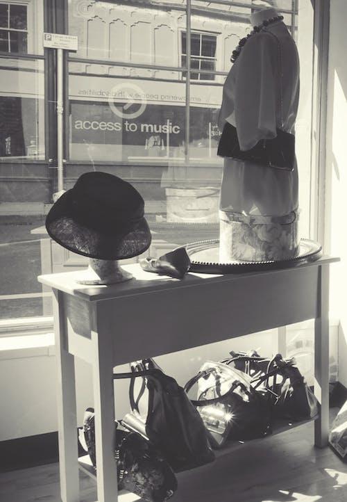 Základová fotografie zdarma na téma černobílý, chlapec, dámská móda