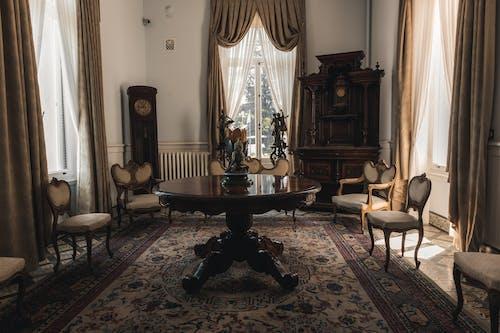 吊燈, 地毯, 壁爐 的 免費圖庫相片