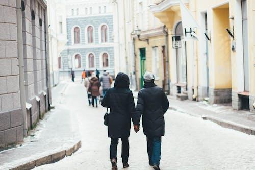 Foto d'estoc gratuïta de barri antic, caminant, carrer, carretera