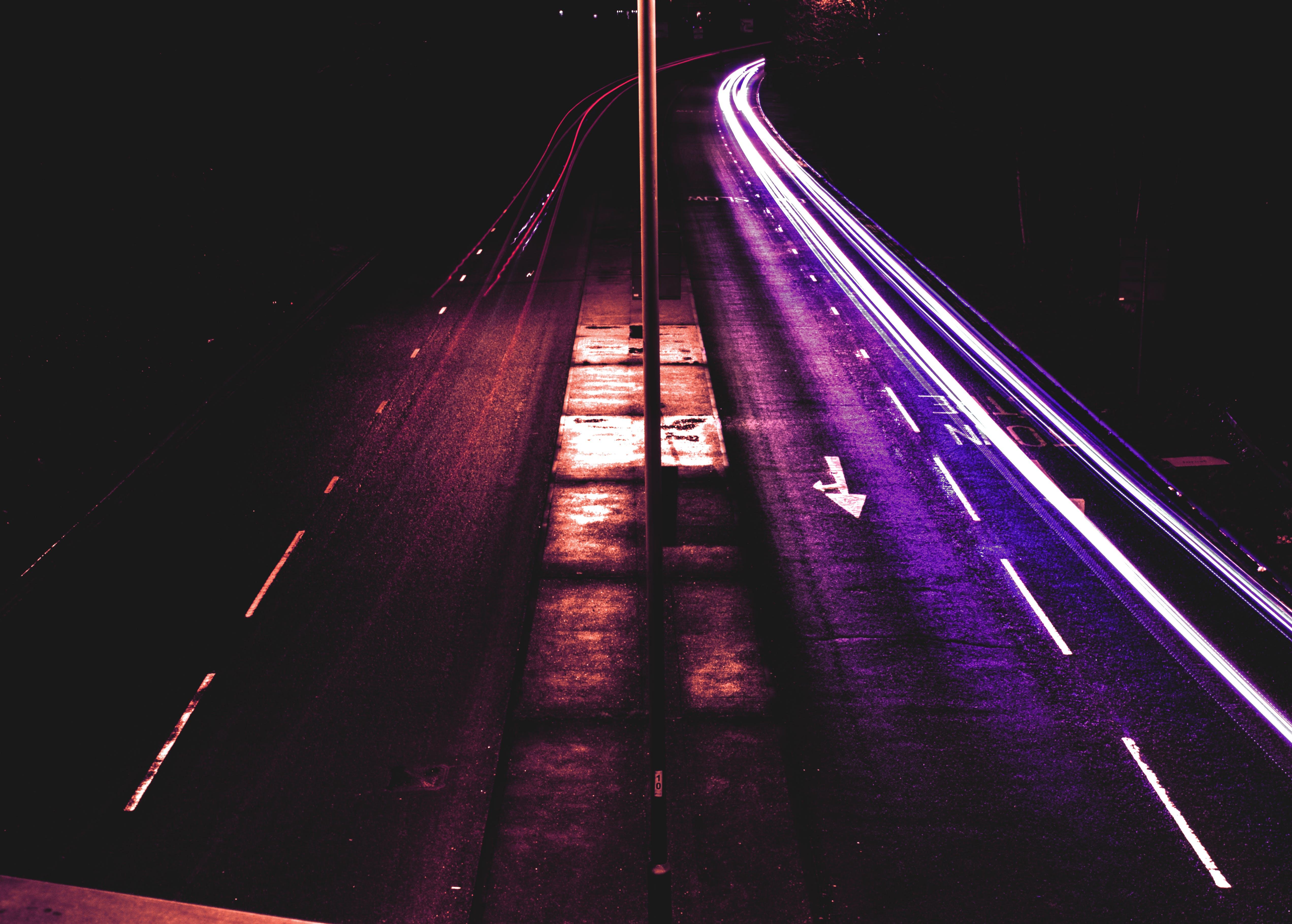 akşam, asfalt yok, aydınlatılmış, bulanıklık içeren Ücretsiz stok fotoğraf