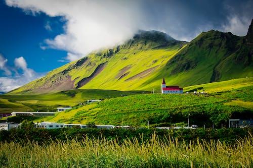Photos gratuites de ciel, clairière, colline, église
