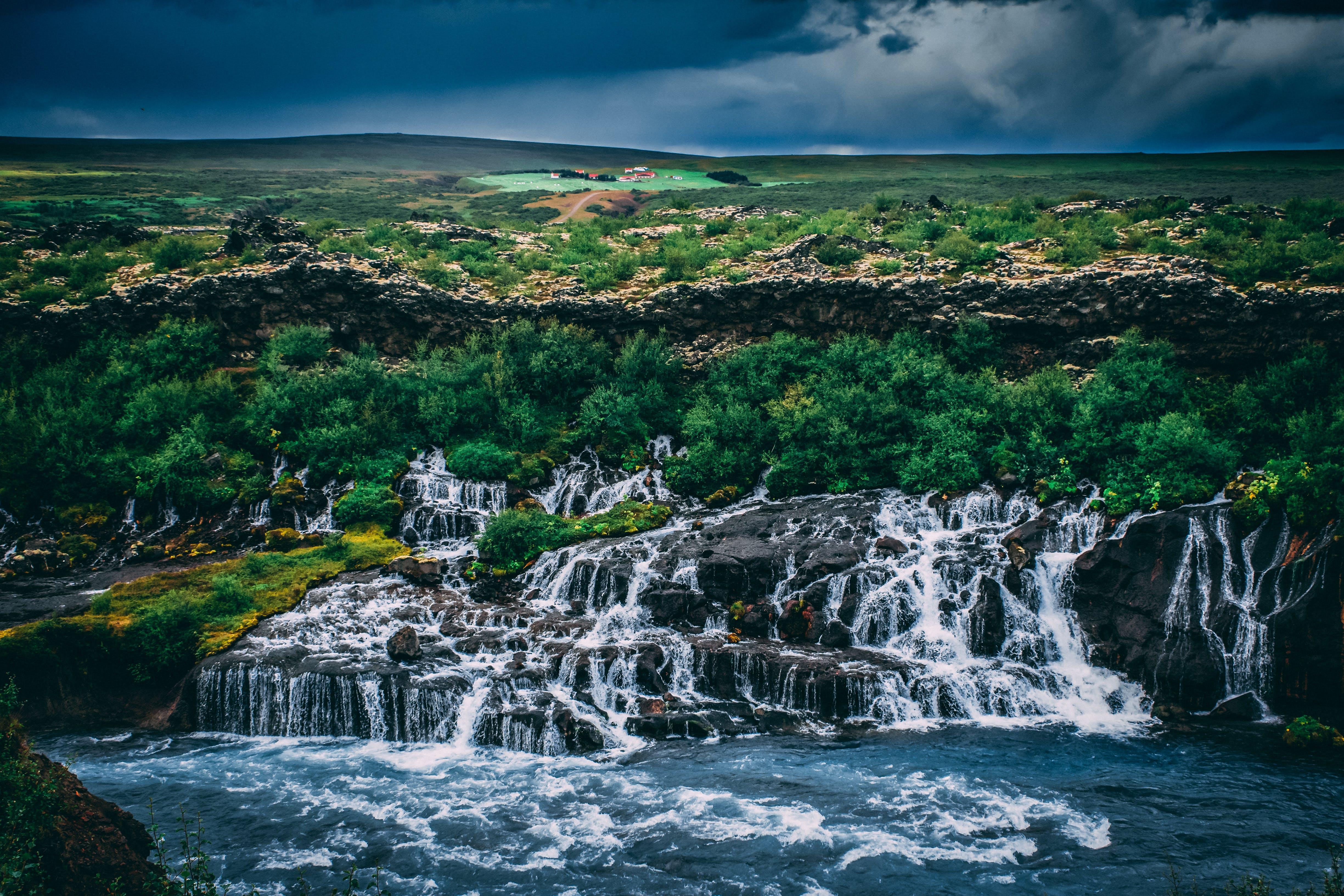 Kostenloses Stock Foto zu bäume, dramatischer himmel, draußen, island