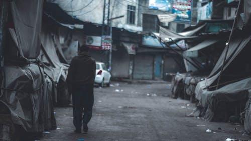 Immagine gratuita di camminando, mercato, strada, uomo